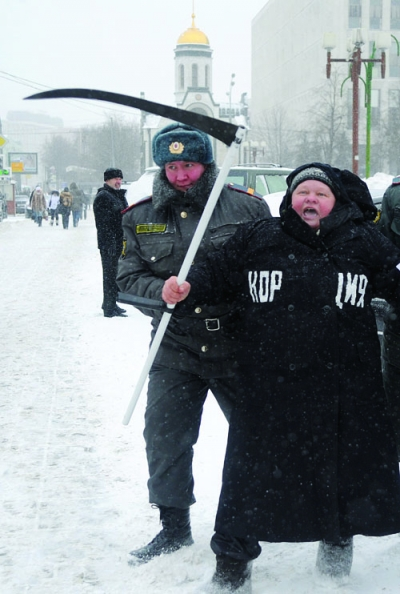 Moscow police officer detains a demonstrator