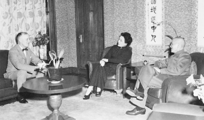 Cooke talks with Madame Chiang Kai-shek and the generalissimo